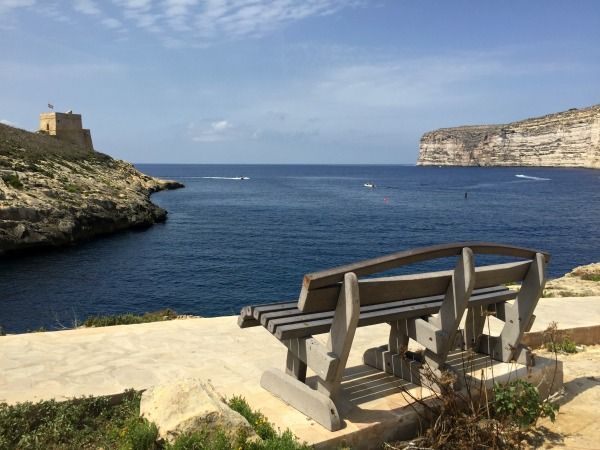 bench cliff view in Xlendi