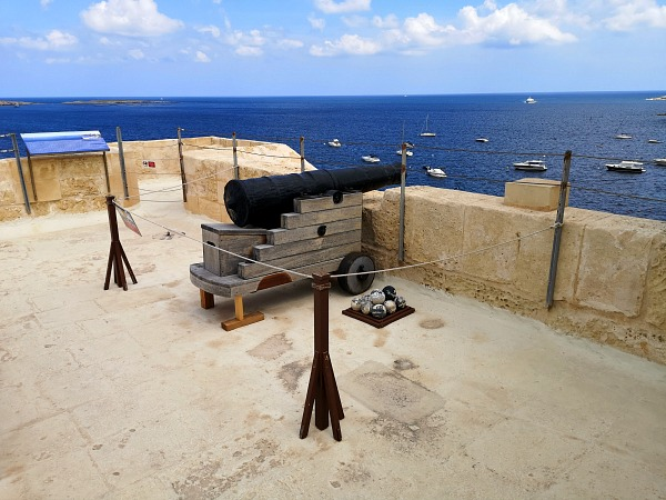 wignacourt malta watch tower canoon