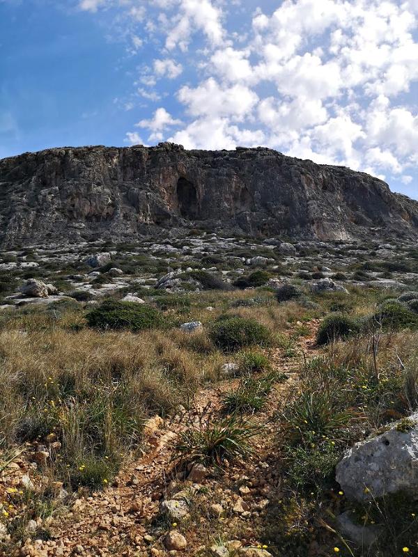 ghar lapsi malta cliffs caves
