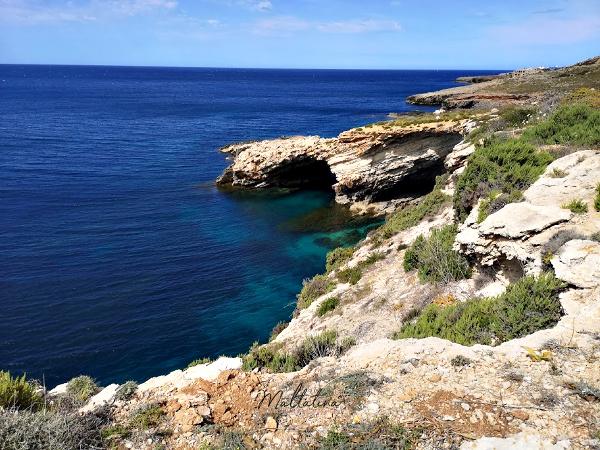 ghar lapsi coastline caves malta